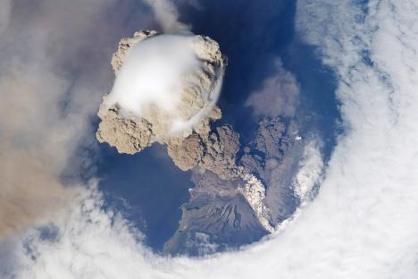 Il vulcano Sarycheva a Sakhalin è uno dei più attivi della Russia. L'ultima eruzione risale al 2009 (Foto: Lori / Legion Media)