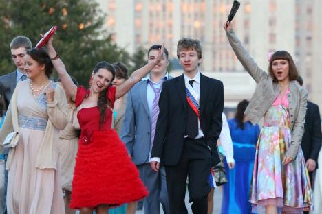 Secondo una ricerca di Superjob.ru sulle aspettative di retribuzione dei neolaureati nel 2013 a Mosca, per vivere nella capitale i giovani vogliono guadagnare non meno di 80mila rubli (duemila euro) al mese (Foto: Itar-Tass)