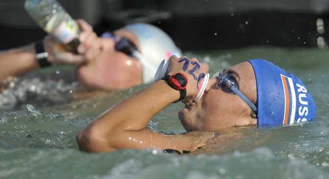 Durante le maratone d'acqua vengono consumati cibi energetici in gel e frullati di proteine (Foto: La base di pasti consumati durante la competizione, sono gel energetici e frullati di proteine. Credit: Aleksandr Vilf / RIA Novosti)