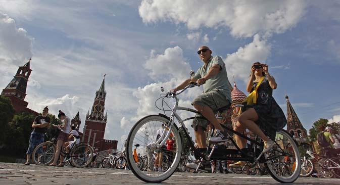 In bicicletta a Mosca? Presto sarà possibile grazie alle piste ciclabili che verranno realizzate lungo il fiume Moscova (Foto: Reuters)