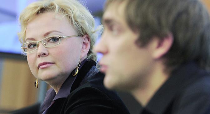 In secondo piano, Oksana Kosachenko famosa promoter russa di corse automobilistiche e direttrice commerciale del team Caterham (Foto: Itar-Tass)