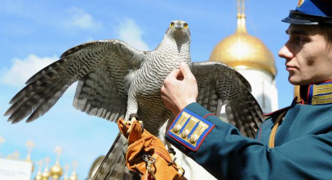 La falconeria, una tradizione da sempre viva in Russia (Foto: Itar Tass)