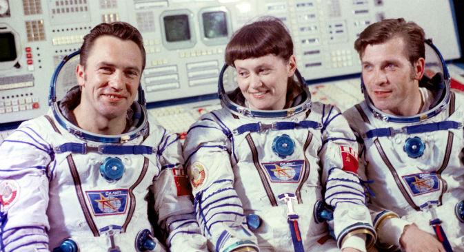 Al centro della foto, Svetlana Savitskaya, pilota e cosmonauta sovietica (Foto: Itar-Tass)