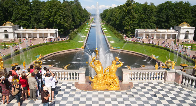 Peterhof, conosciuta anche come la Versailles russa, era la residenza estiva degli zar (Foto: Lori / Legion Media)