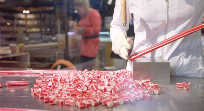 L'azienda produce caramelle dai colori vivaci (Foto: VKontakte / Slad Is)