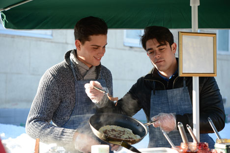 In un primo momento, i due francesi si erano messi in testa di fare frittelle con prodotti francesi, ma presto si resero conto che sarebbe stato troppo costoso (Foto: Ilona Golovina / RIA Novosti)