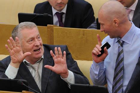 Il leader del Partito liberal-democratico russo Vladimir Zhirinovsky (a sinistra) e il vice presidente della Duma di Stato Igor Lebedev durante una sessione in Aula (Foto: RIA Novosti)