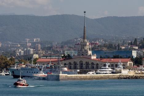 Il porto di Sochi sul Mar Nero è uno dei più grandi di Russia, ma quello di Taman, sulla carta, andrà a superare le sue dimensioni e il suo traffico (Foto: Mikhaïl Mokrouchine/RIA Novosti)