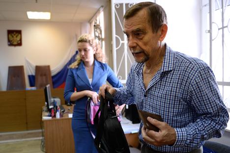 Lev Ponomarev e il suo avvocato, Valentina Bokareva, presso la Corte del distretto Zamoskvoretsky, a Mosca, dove ha presentato ricorso contro l'ispezione di un procuratore nella sua organizzazione (Foto: Ramil Sitdikov / RIA Novosti)