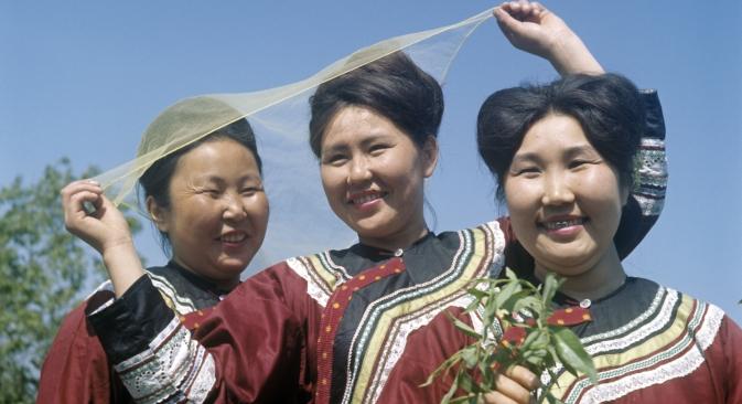 Le lingue degli indigeni di Sakhalin sono a rischio di estinzione. Nella foto, un'ensemble folkloristica (Credit: RIA Novosti)