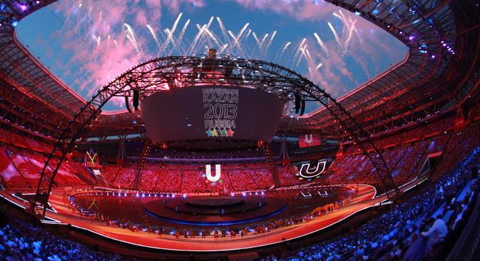 Cerimônia de abertura da Universíada teve efeitos 3D e longas projeções de vídeos Foto: RIA Nóvosti