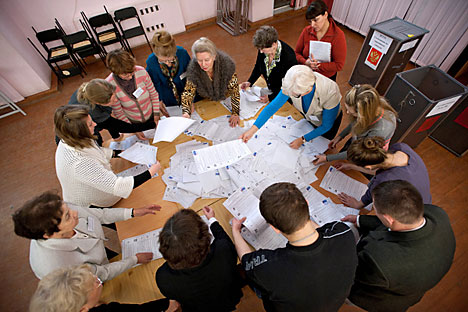 """Grazie al progetto """"Rosvybory"""" si può fare richiesta per partecipare come osservatore nei seggi durante le votazioni (Foto: Pavel Lisitsyn / RIA Novosti)"""