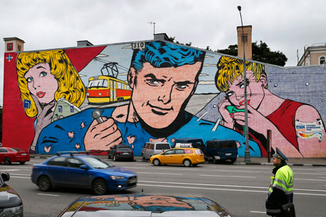 """Lungo le strade della capitale russa sono apparsi numerosi graffiti, realizzati nell'ambito del Festival di arte urbana """"La migliore città del mondo"""" (Foto: Itar-Tass)"""