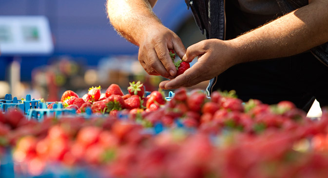 Buona parte dei moscoviti si reca a fare la spesa nei mercati della città, dove si trova una grande varietà di scelta e i prezzi sono spesso più convenienti (Foto: Reuters)
