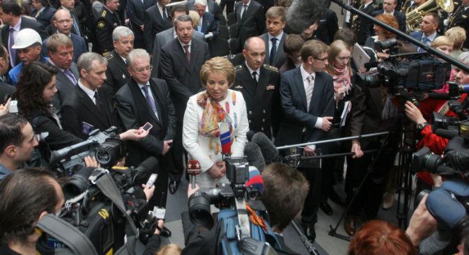 Al centro, in bianco, la portavoce del Consiglio Federale, Valentina Matvienko (Foto: Itar-Tass)