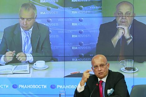 Il politologo Sergei Karaganov ha aperto la prima sessione dell'incontro (Foto: Aleksandr  Natruskin / Ria Novosti)