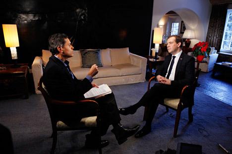 Il primo ministro Dmitri Medvedev nel corso di un'intervista Tv (Foto: Dmitry Astakhov / RIA Novosti)