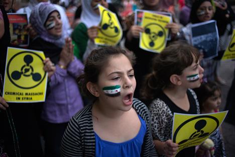 Proteste contro l'uso di armi chimiche sulla popolazione siriana (Foto: Reuters)