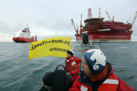 Il 19 settembre 2013 un gruppo di attivisti di Greenpeace è stato fermato mentre cercava di assalire una piattaforma petrolifera di Gazprom che dovrebbe avviare delle trivellazioni nell'Artico (Foto: Greenpeace Russia)