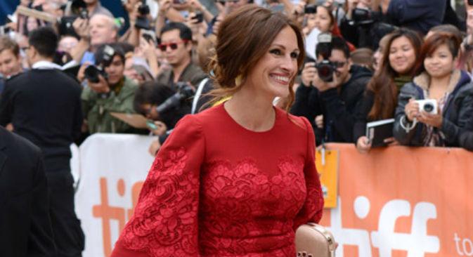 Julia Roberts con un vestito rosso di Dolce&Gabbana al Festival internazionale del cinema di Toronto (Foto: AP)