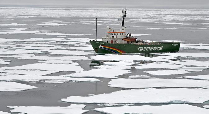 La nave di Greenpeace, con una trentina di attivisti a bordo, è stata fermata dalla Guardia costiera russa il 19 settembre 2013 (Foto: Itar-Tass)