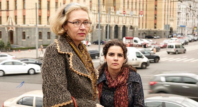Nadezhda con una delle sue figlie (Foto: Elena Pochetova)