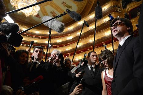 Il direttore artistico del Corpo di Ballo del Teatro Bolshoj, Sergei Filin, a destra, torna al lavoro il 17 settembre 2013 dopo l'attentato con l'acido che ha subito a gennaio 2013 (Foto: AFP / East News)