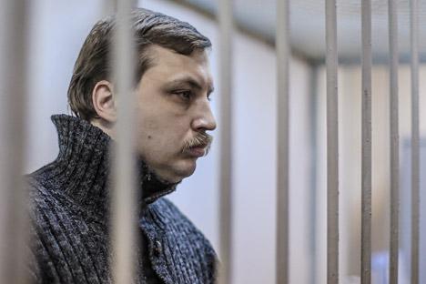 Mikhail Kosenko durante le fasi processuali (Foto: Andrei Stenin/RIA Novosti)