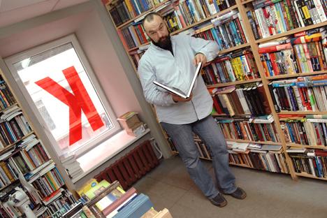 """Boris Kuprijanov, co-direttore della biblioteca Phalanster: """"Mettendo al bando un libro, è come se abbiamo dichiarato l'incapacità di discutere e litigare su questo libro, riconoscendo la sua superiorità"""" (Foto: Kommersant)"""