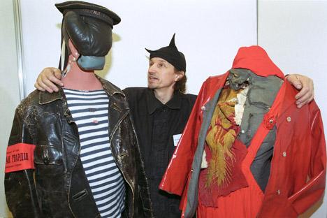 Lo stilista russo Aleksandr Petljura con le sue creazioni (Foto: archivio personale)