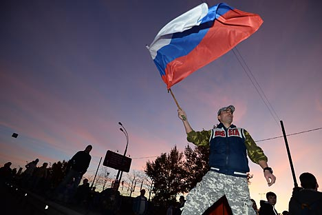 Un momento delle proteste anti-immigradi a Biryulevo, quartiere a Sud di Mosca (Foto: Ramil Sitdikov / RIA Novosti)
