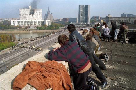 I giornalisti osservavano dall'alto quanto accadeva alla Casa Bianca di Mosca in quei tragici giorni dell'ottobre del 1993 (Foto: Itar-Tass)