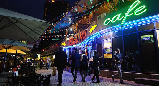Ristoranti e fast food nelle strade principali di Sochi (Fonte: ufficio stampa)