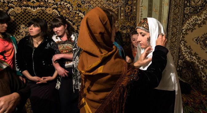 La cerimonia di un tipico matrimonio rurale in Daghestan (Foto: Ivan Dementievsky)