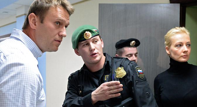 Davanti all'accusa di appropriazione indebita ai danni dell'azienda statale Kirovles, Navalny continua a dichiararsi innocente (Foto: Maksim Bogodvid/RIA Novosti)