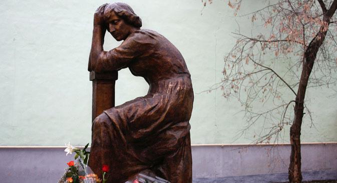 Una statua dedicata alla poetessa Marina Tsvetaeva (Foto: Ruslan Krivobok / Ria Novosti)