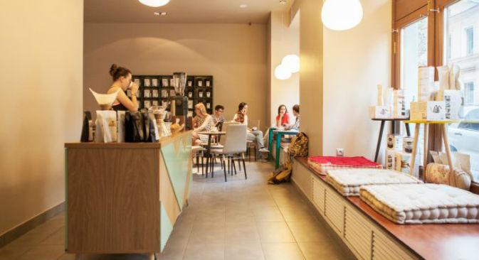 Il caffè, l'unico prodotto del locale, viene servito in quindici diverse varietà e preparato in cinque modi differenti (Foto: www.the-village.ru)