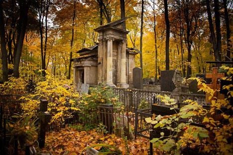 Una lapide al cimitero di Vvedenskoye (Fonte: Ricardo Marquina)