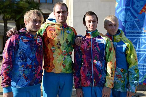 I volontari si preparano ad accogliere gli ospiti delle Olimpiadi Invernali del 2014 (Foto: Mikhail Mokrushin / Ria Novosti)