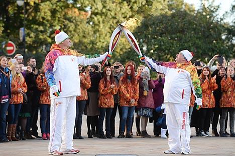Un momento del passaggio della fiamma olimpica (Fonte: Ria Novosti)
