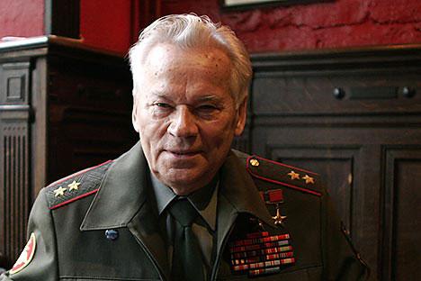 Mikhail Kalashnikov, inventore dell'omonimo fucile d'assalto (Foto: Reuters)