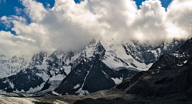 Sulle cime innevate delle montagne per combattere il freddo, divertendosi (Foto: Lori / Legion Media)