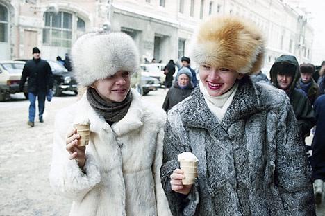 Ancora oggi la pelliccia è un capo praticamente imprescindibile per molte donne russe (Foto: AP)