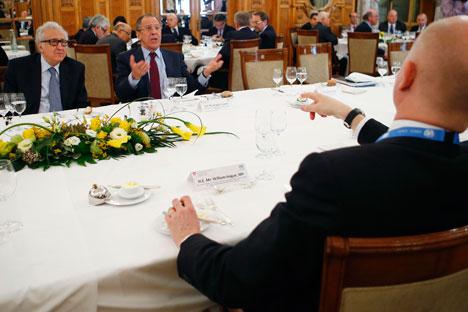 """Al centro, il ministro russo degli Esteri Sergej Lavrov, intervenuto alla conferenza """"Ginevra 2"""" (Foto: Reuters)"""