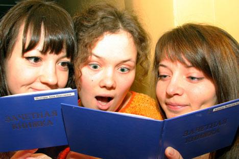 Molti studenti russi rispettano scaramanzie e tradizioni per superare gli esami (Foto: Itar Tass)