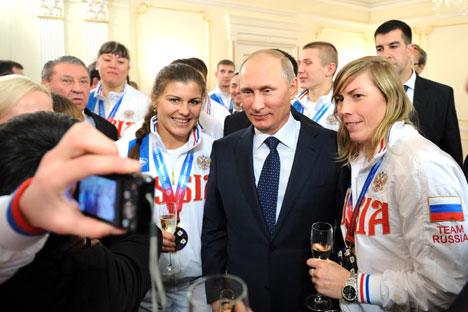 """Nello sport, il presidente Vladimir Putin predilige un modello di """"potere verticale"""": gli atleti rispondono ai propri allenatori, i quali rispondono alle loro federazioni, che a loro volta rispondono al Ministero (Foto: Itar Tass)"""
