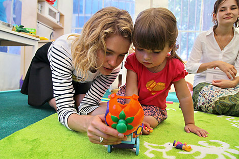 """La Fondazione """"Cuore Nudo"""" di Natalia Vodianova si occupa di autismo e problemi dello sviluppo infantile (Foto: Vera Kostamo / RIA Novosti)"""