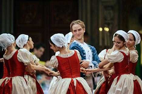 Sono sempre di più i ballerini stranieri che calcano i palcoscenici russi (Foto: Vladimir Astapovich / RIA Novosti)