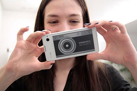 Il nuovo YotaPhone (Foto: Slava Petrakina)