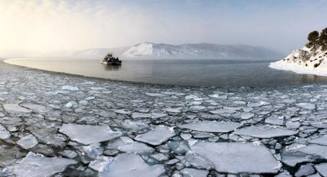 Il lago Bajkal si estende per oltre seicento chilometri nella Siberia orientale (Foto: Lori / Legion Media)